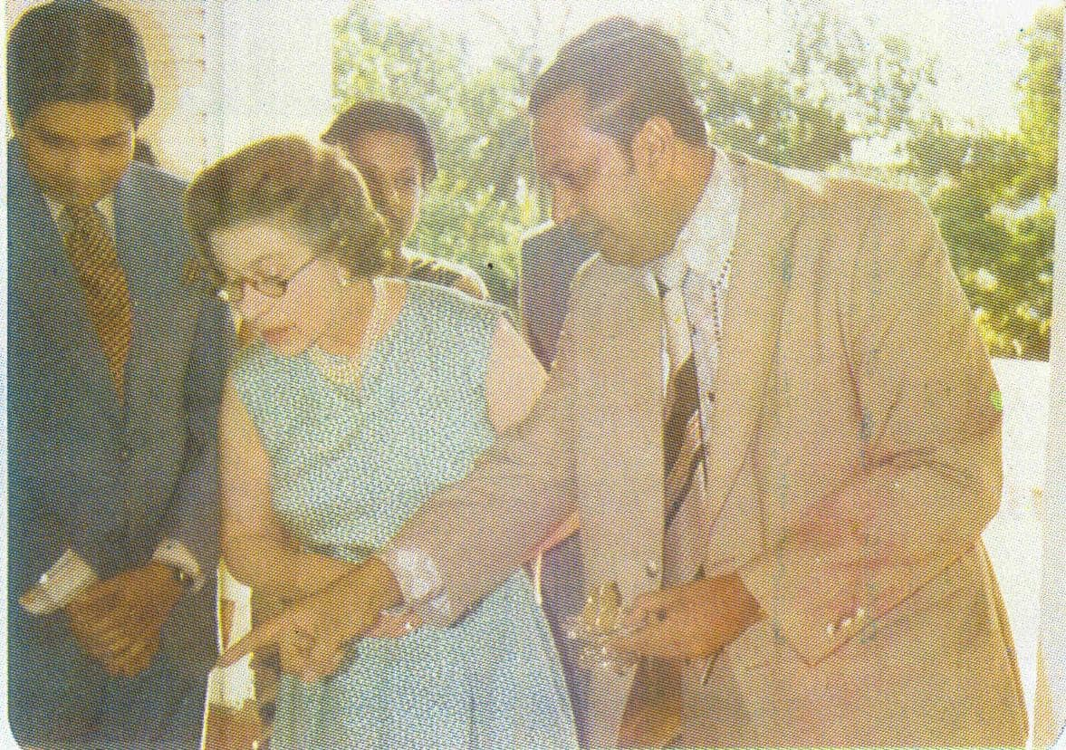 Queen Elizabeth II flanked by Mr. Nowfel S. Jabir and Mr. D.A.S. Wijeratne inspecting some Sri Lankan gems