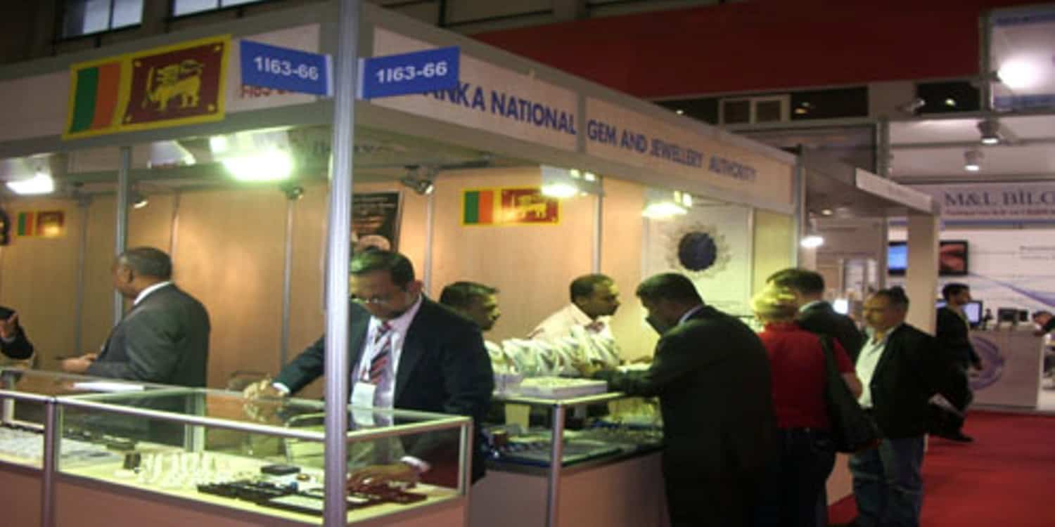 istanbul-jewelry-show-33rd-edition-visitors-at-another-stall-in-the-sri-lanka-pavilion