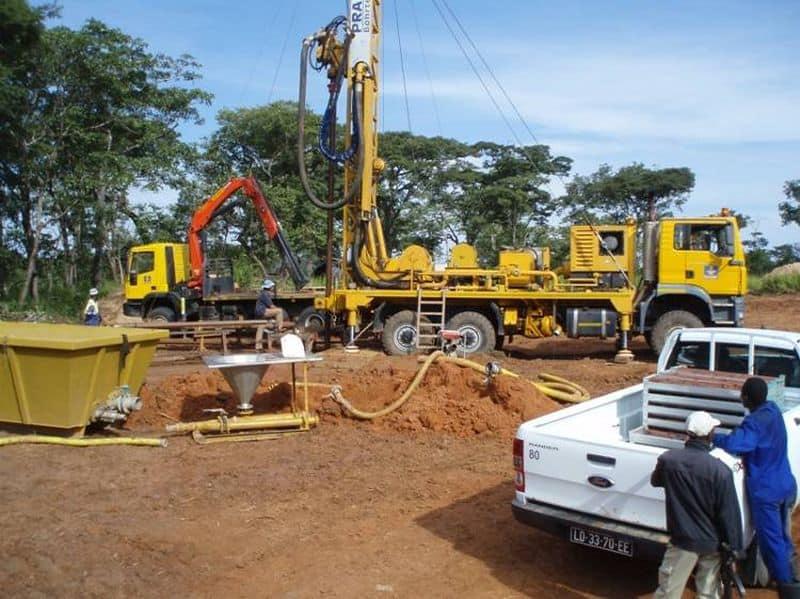 Kimberlite drilling rig at Lulo