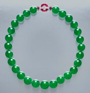 Lot 1847 - Hutton-Mdivani jadeite bead necklace