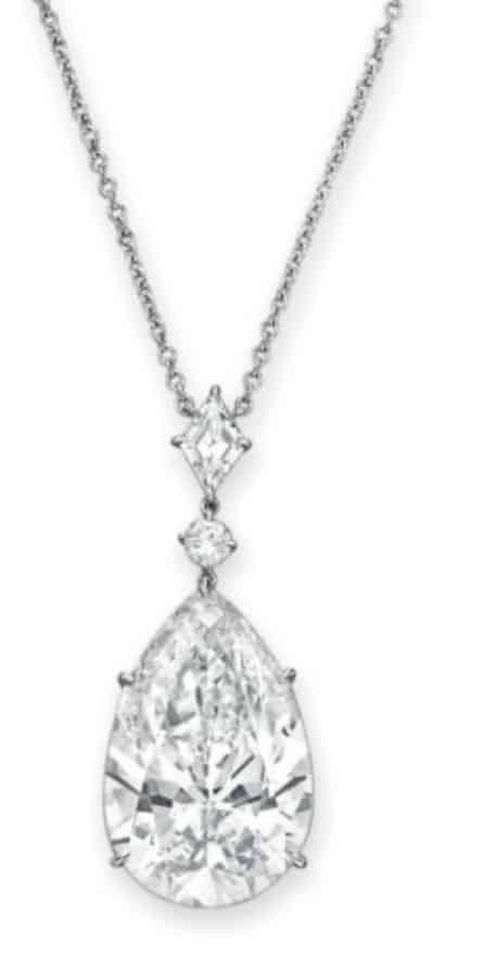 Lot 92 - Important Diamond Pendant Necklace