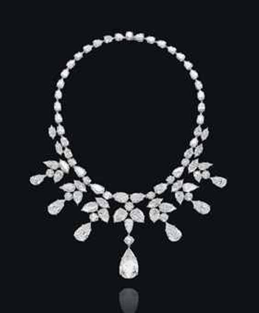 Lot 326 - An important diamond necklace