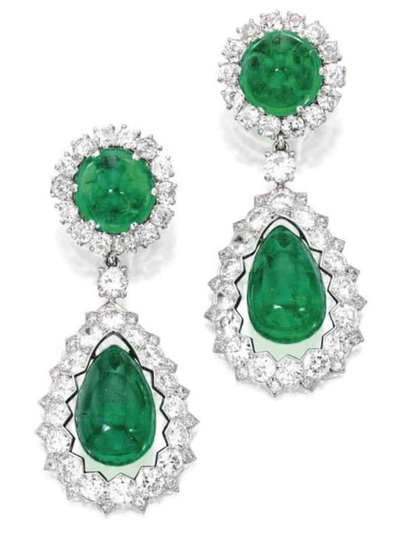 Lot 406 - AN IMPORTANT AND HISTORICAL PAIR OF PLATINUM, EMERALD AND DIAMOND PENDANT EAR-CLIPS