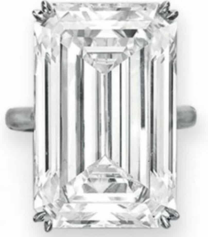 Lot 311 - An Impressive Diamond Ring