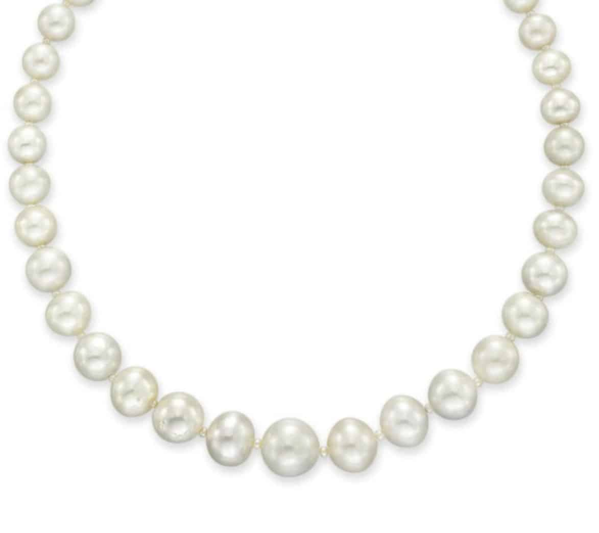 Lot 141 - Front section of the Important Single-Strand Natural Pearl and Diamond Necklace