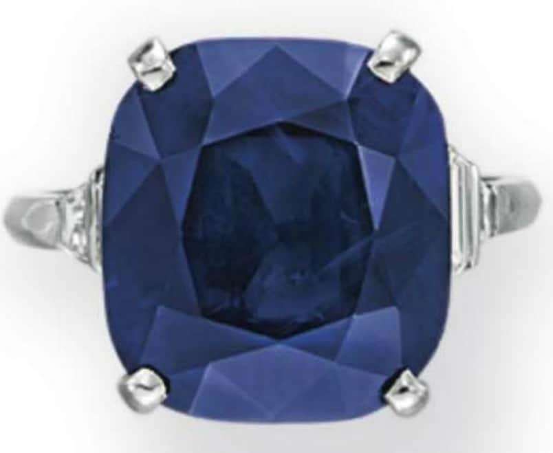 Lot 220 - A Sapphire And Diamond Ring
