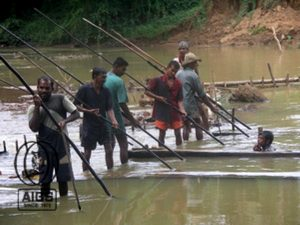 Traditional river mining near Ratnapura