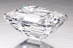 Side-view of the 100.20-carat, D-color,  Internally Flawless, classic emerald-cut diamond