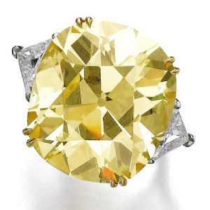 Lot 425 - An Impressive Fancy Yellow Diamond Ring