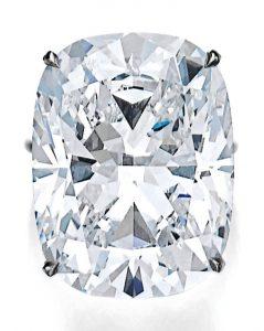 Lot 447 - A Superb Diamond Ring
