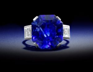Lot 163 - A Sapphire Single Stone Ring