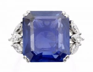 Lot 63 - A Sapphire Single-Stone Ring