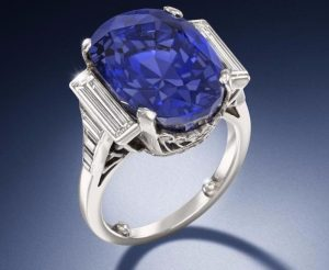 Lot 156 - A Sapphire and Diamond Ring
