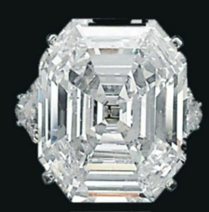 Lot 328 - An Exceptional Diamond Ring