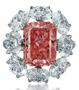 Lot 350 - A Magnificent Colored Diamond Ring