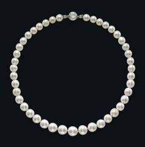 Lot 322 - A Superb Late 19th-Century Single-Strand Natural Pearl And Diamond Necklace.