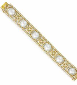 Lot 130 - Diamond and Button Pearl Bracelet