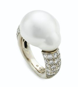 Lot 677 - Cultured Baroque Pearl And Diamond Ring