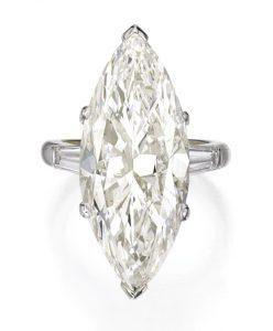 Lot 220 - Platinum and Diamond Ring