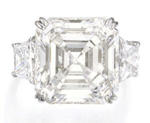 Lot 138 - Platinum and Diamond Ring