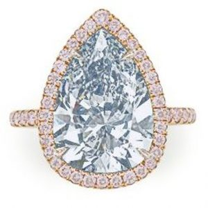 Lot 241 - A Colored Diamond Ring