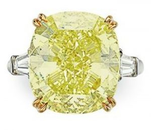 Lot 122 - A Colored Diamond and Diamond Ring
