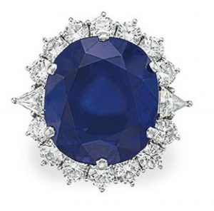 Lot 124 - A Sapphire and Diamond Ring