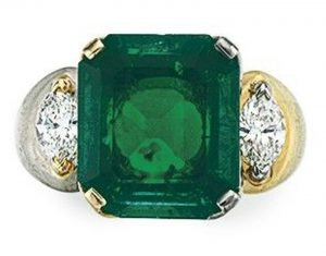 Lot 249 - An Emerald and Diamond Ring