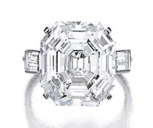 Lot 1707 - Very Fine Diamond Ring by Cartier