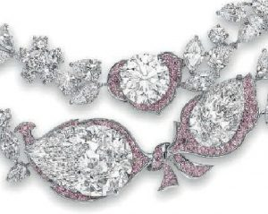Lot 187 - LE JARDIN D'ISABELLE, the three front diamonds enlarged