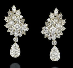 Lot 214 - The Matching pair of Ear-pendants of the Diamond Parure by Cartier