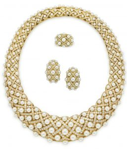 LOT 115 - A SUITE OF CULTURED PEARL AND DIAMOND 'MATELASSÉ' JEWELRY, BY CHANEL