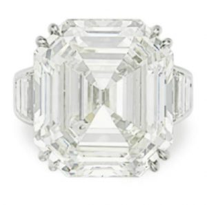 LOT 60 - A DIAMOND RING, BY OSCAR HEYMAN & BROTHERS