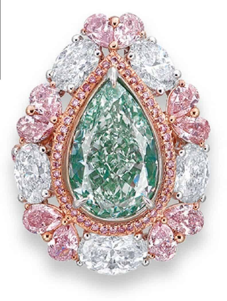LOT 2024 - A COLOURED DIAMOND AND DIAMOND RING