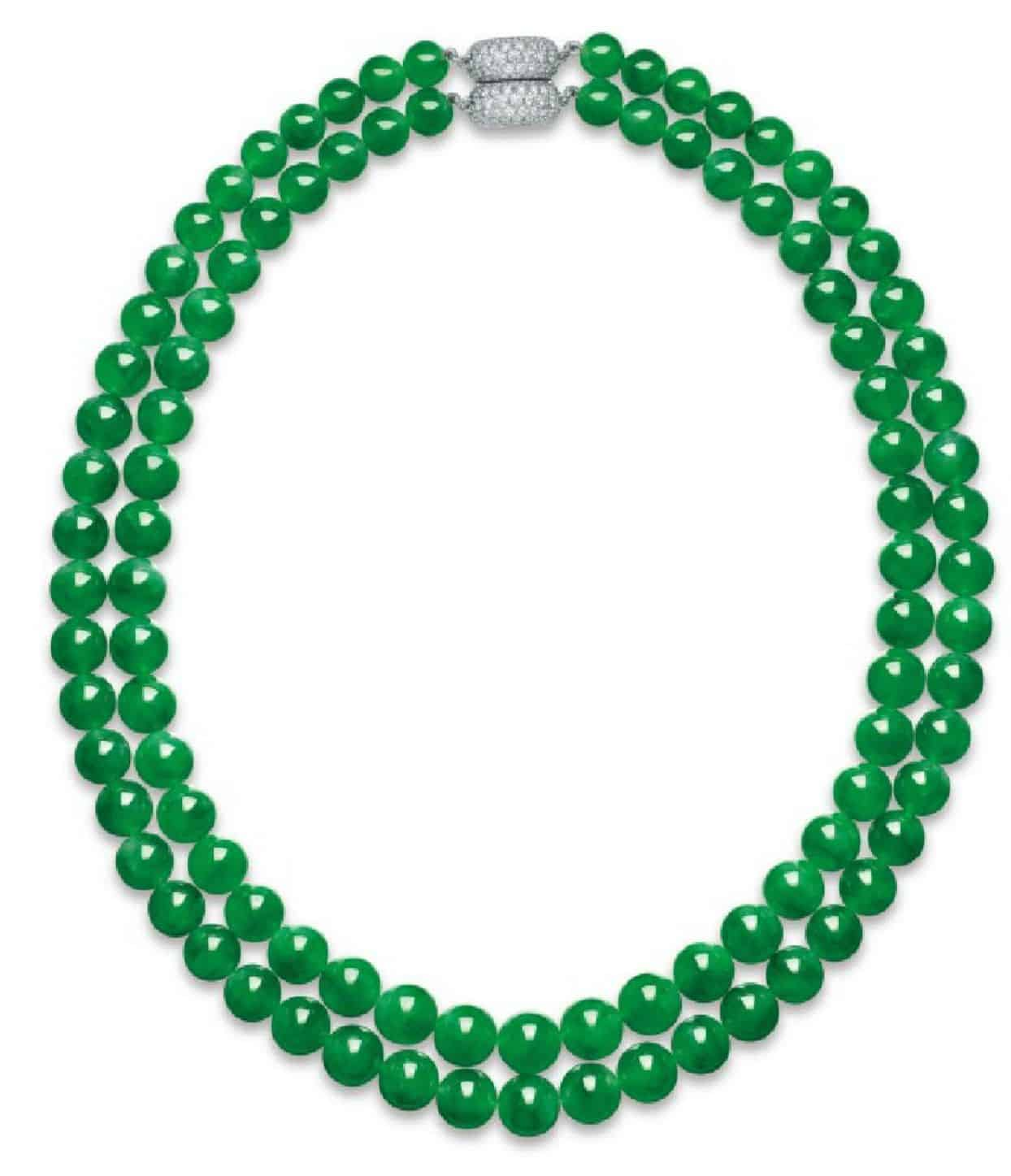 LOT 2011 - AN IMPORTANT JADEITE AND DIAMOND NECKLACE