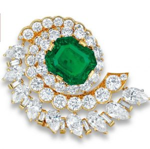 LOT 2041 - A CHARMING EMERALD AND DIAMOND BROOCH, BY VAN CLEEF & ARPELS
