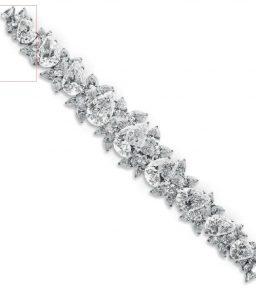 LOT 222 - AN IMPORTANT DIAMOND BRACELET