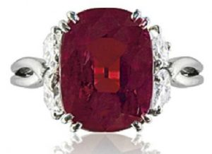 LOT 114 - A RUBY AND DIAMOND RING