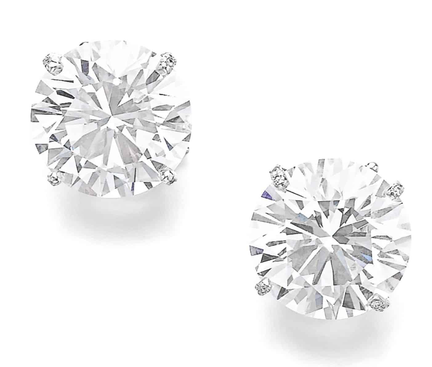 LOT 302 - PAIR OF ATTRACTIVE DIAMOND EARRINGS