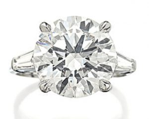 Lot 1792 - DIAMOND RING