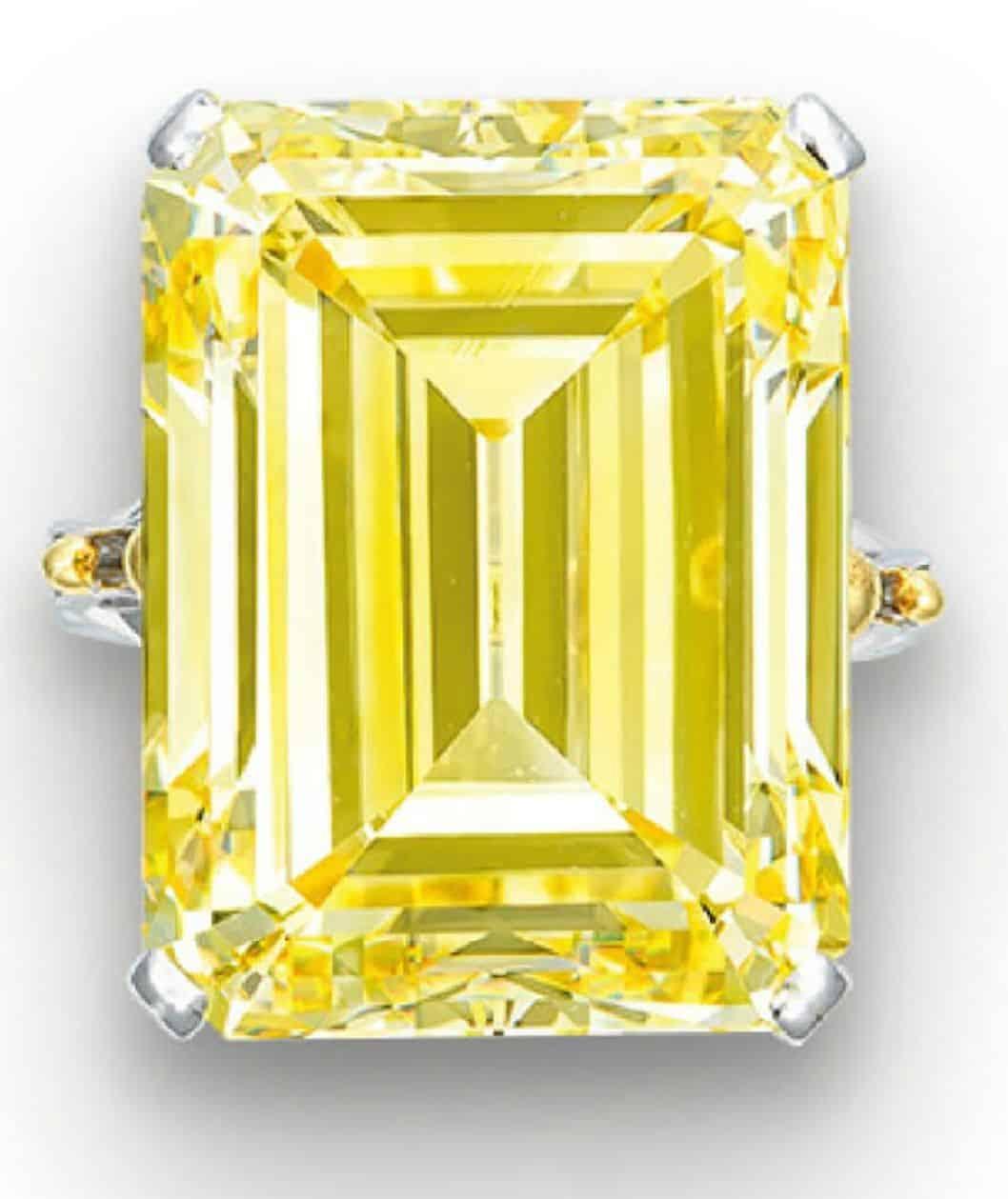 LOT 2031 - AN IMPRESSIVE COLOURED DIAMOND RING
