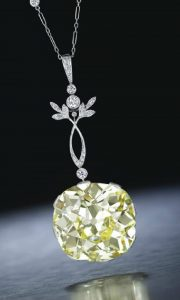 LOT 211 - A BELLE ÉPOQUE COLORED DIAMOND AND DIAMOND PENDANT NECKLACE