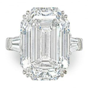 LOT 269 - AN IMPORTANT DIAMOND RING, BY GRAFF