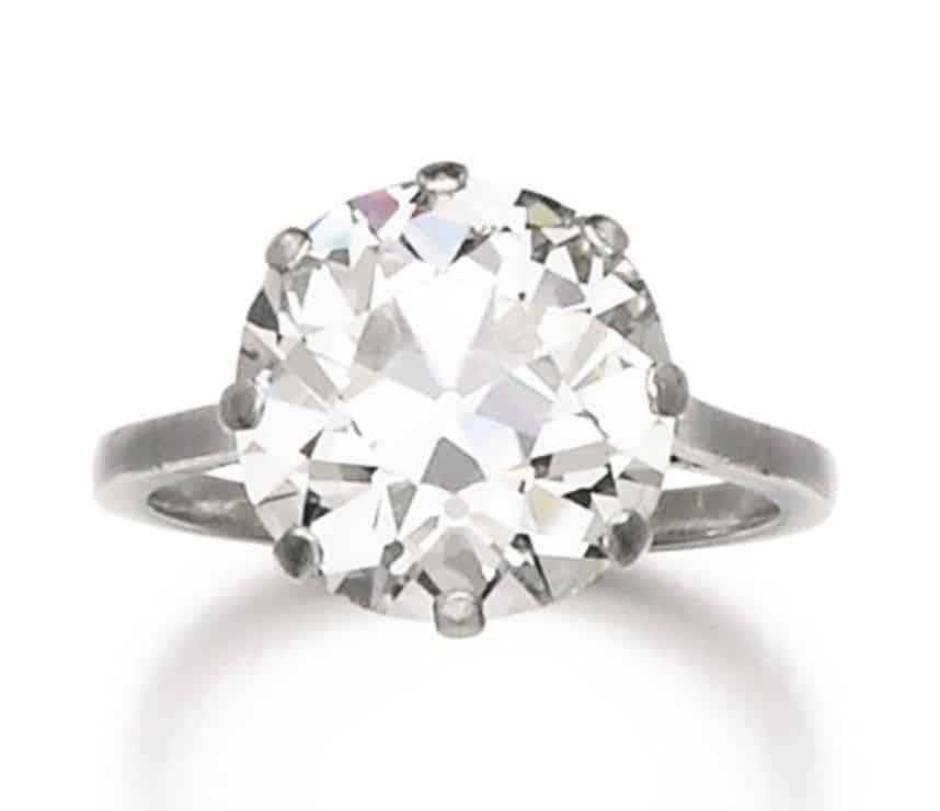 Lot 77 - Diamond Ring