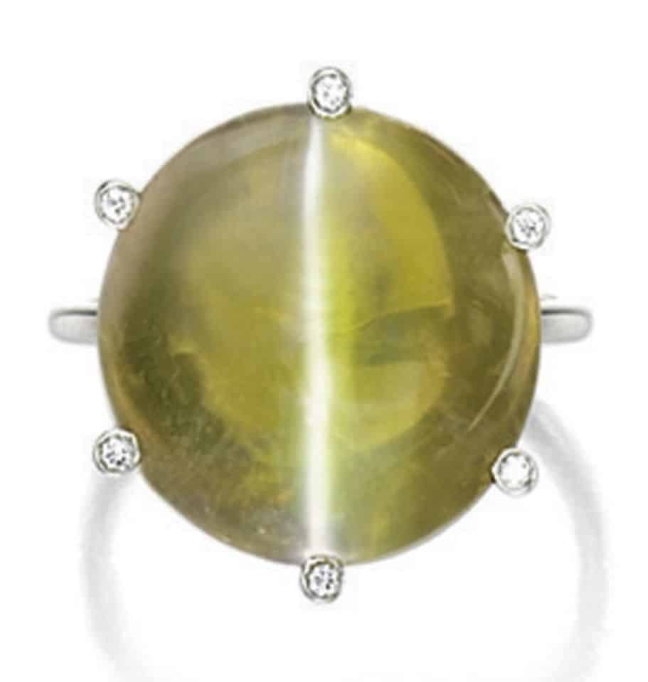 Lot 1750 - Cat's Eye Chrysoberyl and Diamond Ring