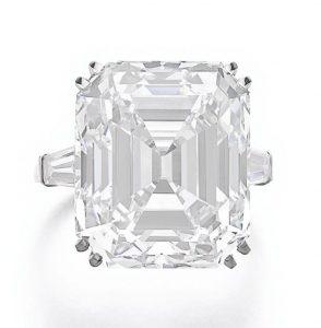 Lot 372 – Important diamond ring, Van Cleef & Arpels
