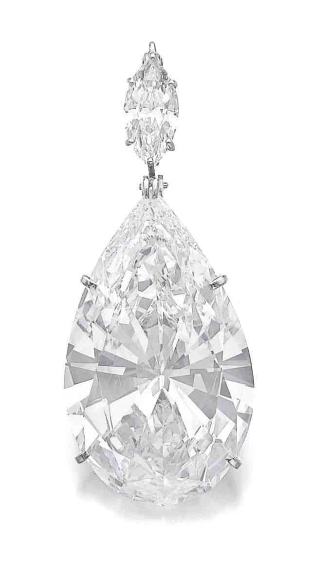 Lot 369 - Important diamond pendant
