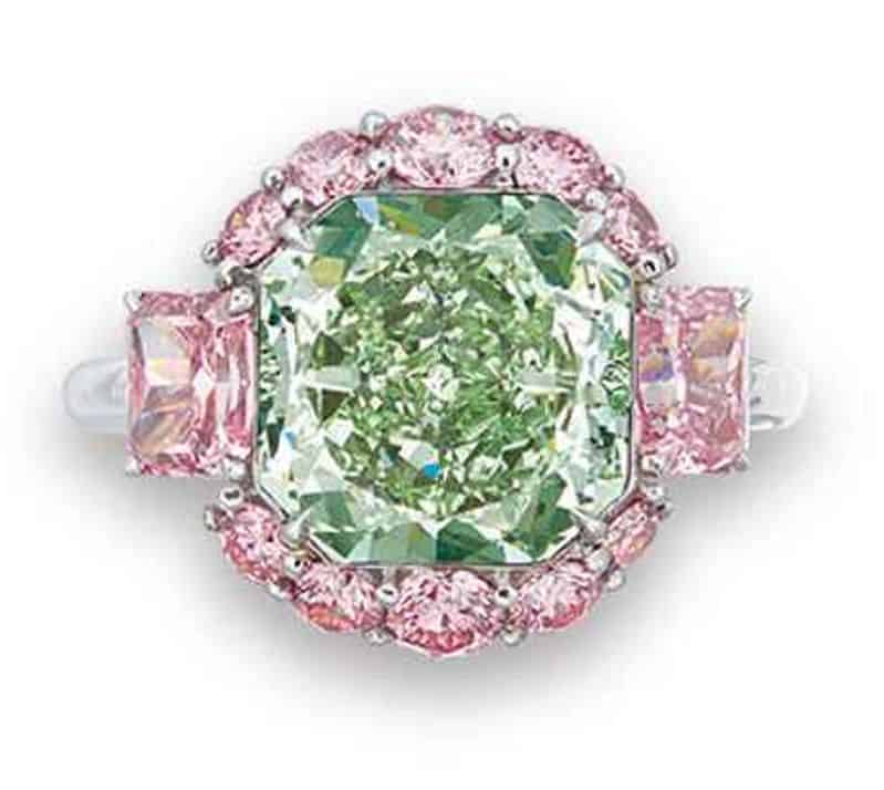 LOT - 2069 - A CHARMING COLOURED DIAMOND RING