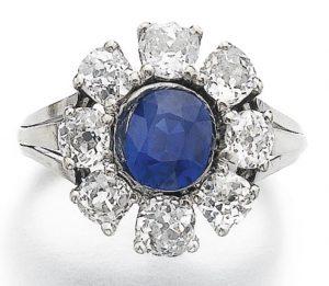 LOT 907 - SAPPHIRE AND DIAMOND RING