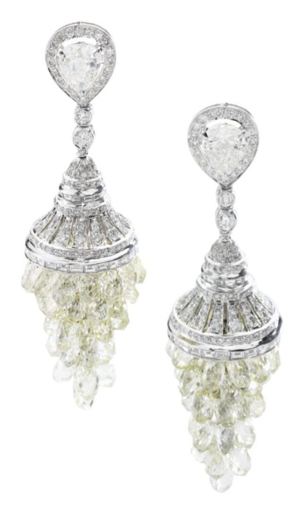 LOT 664- PAIR OF DIAMOND PENDANT EARRINGS